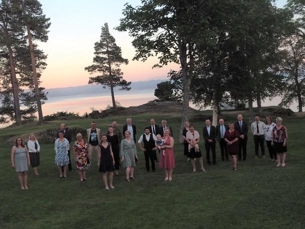 Årsmøteutsendinger Trøndelag Bondelag samlet i hagen