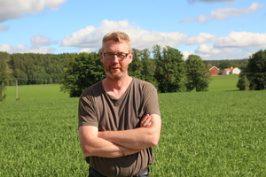 Bondelagsleder Bjørn Gimming mener Solbergregjeringa skyver fra seg ansvaret.