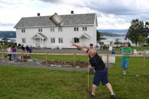 Inderøymesterskap i melkespannkasting var en populær konkurranse