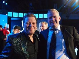Programleder Arne Hjeltnes og Bondelagsleder Nils T. Bjørke under Det Norske Måltid 2011, arkivfoto: Per Ole Ranberg
