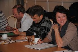 Ivar Bøe jr fra valgkomiteen, Sigmund Skullerud og Marit Olive Lindstad fra Fåberg Bondelag prøver seg på quizen.