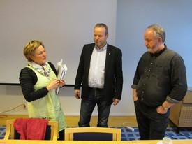 Fylkesordfører Gro Lundby (Ap), fylkesvaraordfører Ivar Odnes (Sp) og leder i Oppland Bondelag Trond Ellingsbø
