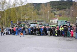 Traktorsjåfører og andre aksjonister samlet på Fryatun.