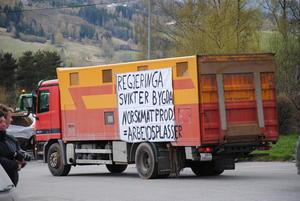 Alliansepartnere var også med i dag: Regjeringa svikter bygda. Norsk matproduksjon = arbeidsplasser.