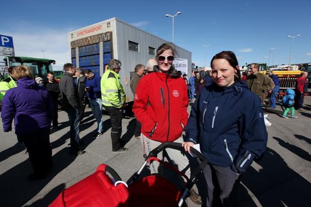 - Det var rett å bryte forhandlingene, mener Kristina Følling (til venstre) og Anne Martha Bjørnes, begge bønder i Følling.