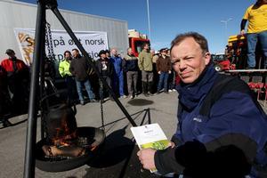 Leif Kvitvang brente sidene om inntektsmål i landbruksmeldinga som et symbol på at disse ikke er noe verdt.