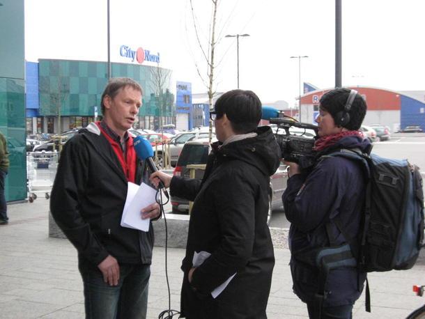 Nestleder i Nordland Bondelag Kåre Holand blir intervjuet av NRK.