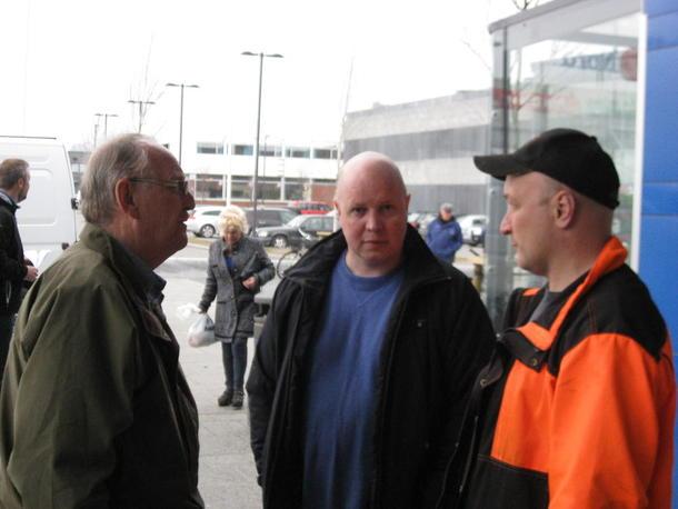 Morten Ramdal og Karl Olav Karlsen i samtale med en besøkende til City Nord.