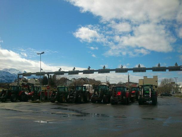 Noen av de 30 traktorene
