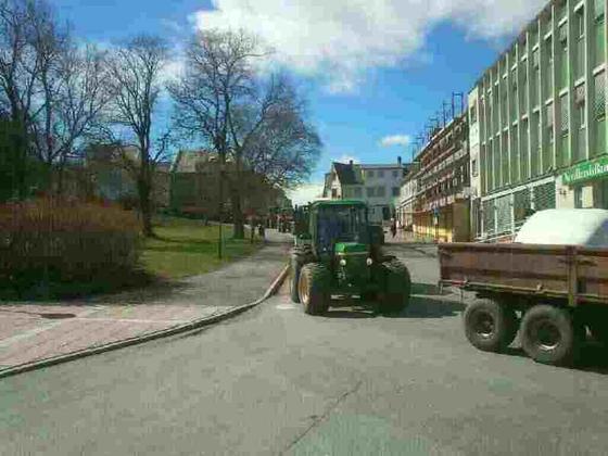 Traktorkortersje inn til byen