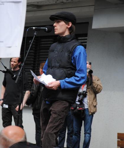 Jon Ivar Tofte fra Heidal holdt appell før avmarsj.