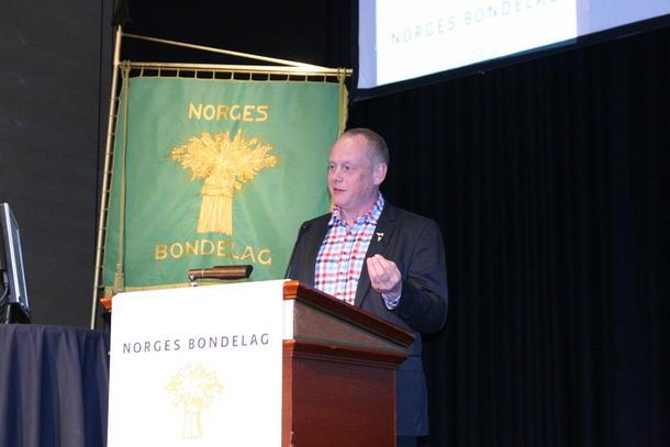 Fylkesleder Bernt Skarstad fokuserte på landbruket som viktig næringsaktør, her under årsmøtet i Norges Bondelag.