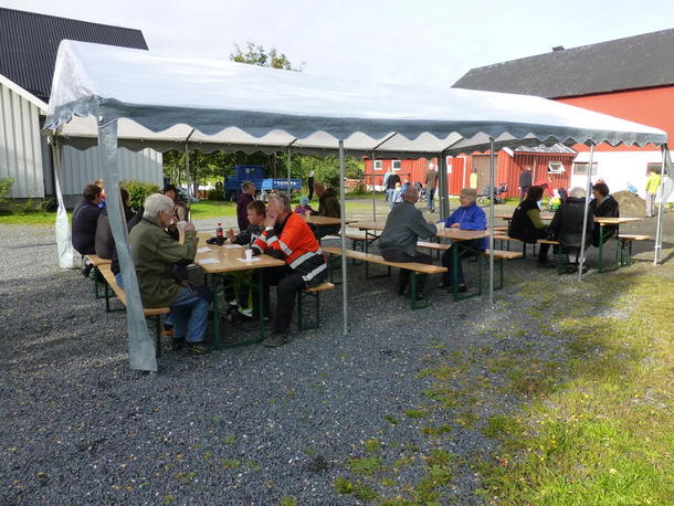 Mange koste seg med Fjordland rømmegrøt, kaffe og tilbehør.
