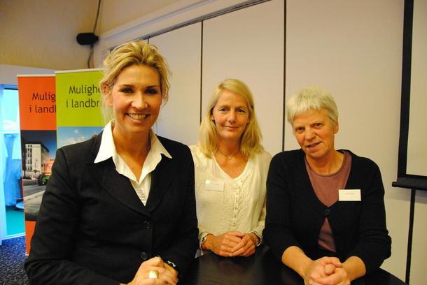 Programleder Marthe Bay Haugen sydde godt sammen poengene til den danskfødte forretningskvinnen Benja Stig Fagerland (til venstre) og landbrukets egen lomvær Grete Sjurgard (til høyre) ved å lede en dialog mellom nettopp disse to.