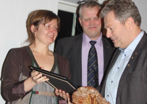 Marius Egge (t.h.), Bondelagsleder Nils T. Bjørke og Marit Gjerstad fra NHO, foto: Kari Marte Sjøvik