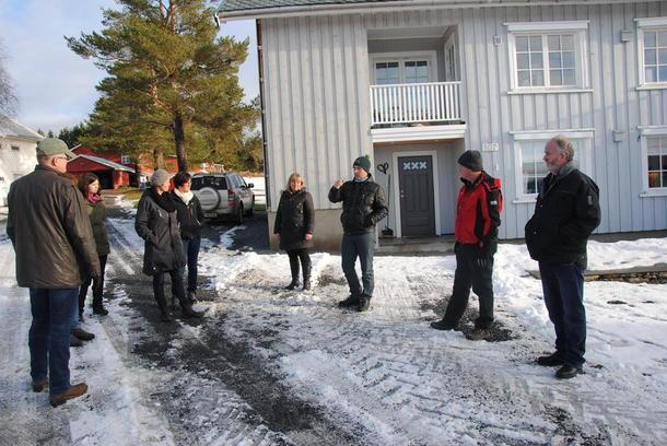 Ole Seegard forteller fylkesstyret om garden, okseproduksjon og utfordringer med Riksantikvaren.