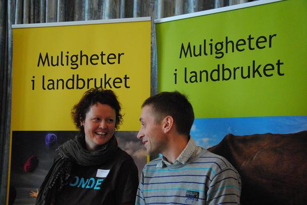 Hanne Bergesen og Hans Ulberg, begge fra Sør-Fron har tatt høyskolekurs i svineproduksjon og storfeproduksjon.