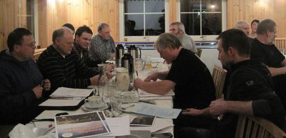 Bilete frå det som kan bli det siste orinære årsmøtet i Fjaler Bondelag.  Leiar Magne Norddal til venstre.