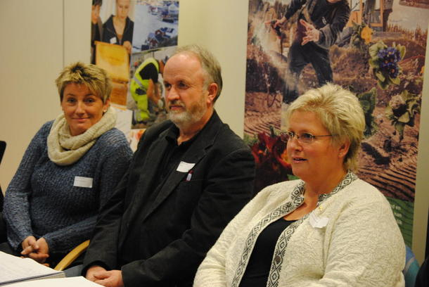 Valgkomiteleder Sissel Aanstad Lerud, fylkesleder Trond Ellingsbø og 2. nestleder i Norges Bondelag Brita Skallerud