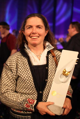 Pascale Beaudonnel og Undredal Stølsysteri mottok prisen årets ost for deres Kvit Undredal. Foto: Guro Bjørnstad.