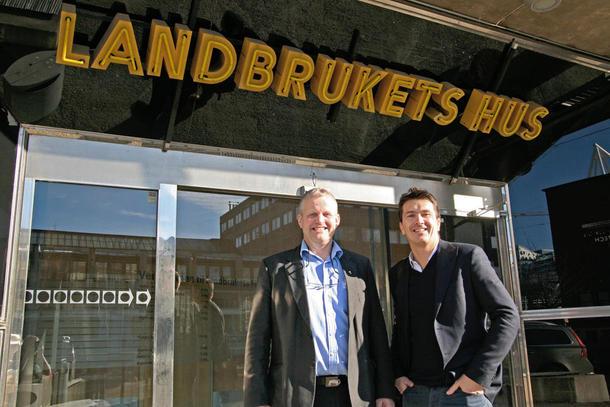 Bondelagsleder Nils T. Bjørke og Remasjef Ole Robert Reitan etter møtet i Landrukets Hus, foto: Ragna Kronstad