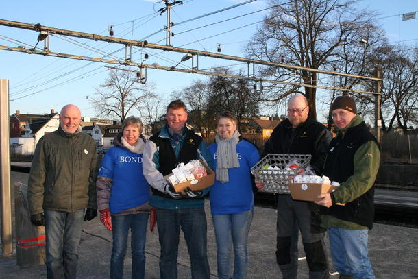 Denne Østfold-gjengen delte ut frokost på Askin stasjon.