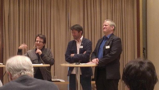 Fylkesmann i Oppland, Kristin Hille Valla, Simen Bjørgen i Norsk Kulturarv og Bondelagsleder Nils T. Bjørke, foto: Kari Marthe Sjøvik