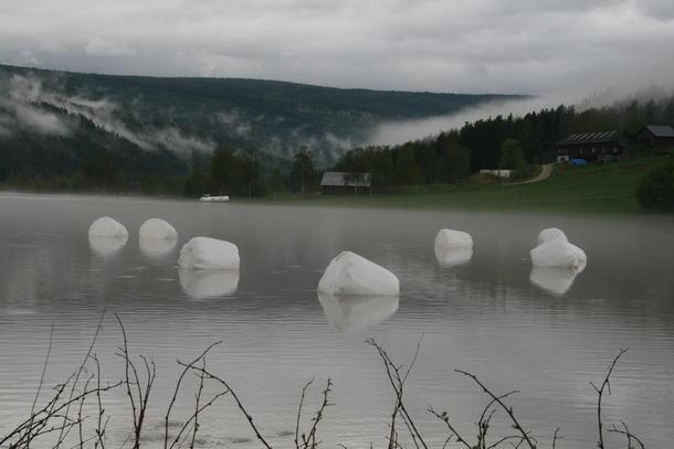 Klimaendringer fører til mer ekstremvær og flom. Her fra et oversvømmet jorde i Rendalen, Hedmark. Foto: Hedmark Bondelag.
