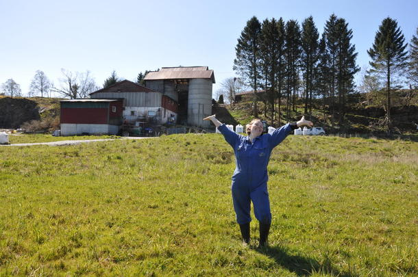 Andre nestleder i Norges Bondelag, Frøydis Haugen er en av mange dyktige tillitsvalgte i Norges Bondelag. Her hjemme på gården Trudvang i Lindås, Hordaland.
