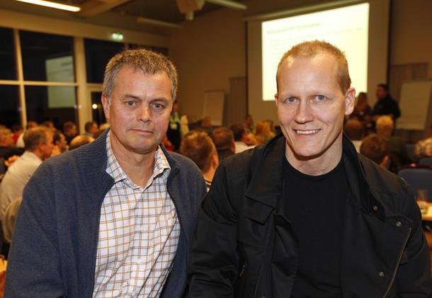 Sverre Reiten (til venstre) fortalte om sin depresjon i samtale med psykolog Håkon Fløisand under ledersamlinga i Bondelaget.