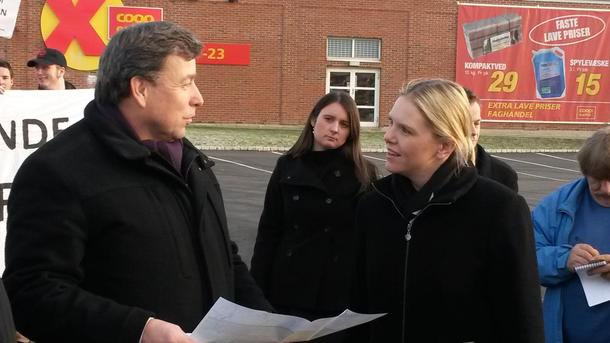 Ordfører i Vestby, John Ødbehr og minister Sylvi Listhaug trosset protestmarsjene og sa ja til å la Ikea bygge på matjorda.