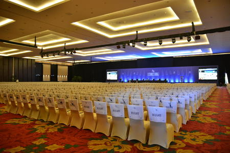 Stolane står klare til å ta imot delegatane  på WTOs ministermøte på Bali som startar i dag, foto: Hildegunn Gjengedal.