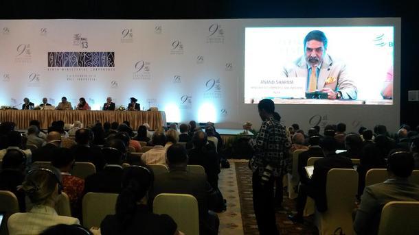 Indias handels- og industriminister Anand Sharma heldt fast på retten til oppkjøp til matvarelager på dagens pressekonferanse, foto: Hildegunn Gjengedal.