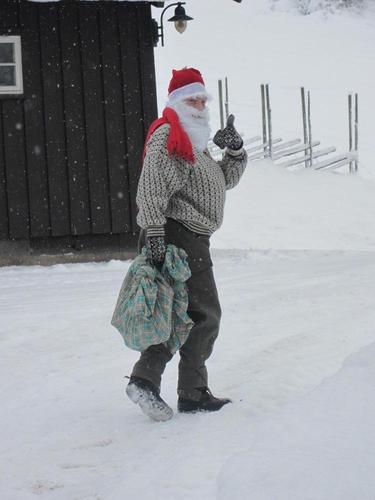 Julegavesekken er tømt og nissefar er mett og fornøyd.