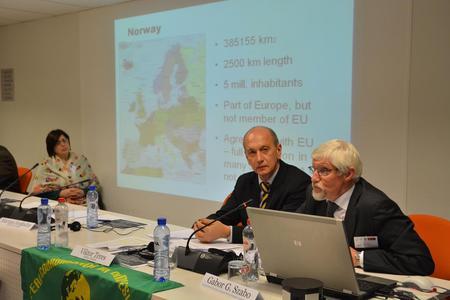 : Det var stor interesse for å høyre om den norske landbruksmodellen og samvirkeorganisering. Eugen Tømte frå Norsk Landbrukssamvirke innleia om emnet.