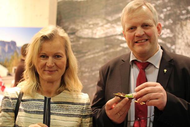 Bondelagsleder Nils T. Bjørke og NHO-direktør Kristin Kohn Devold på mat- og reiselivsmessa Grüne Woche i Berlin, foto: Ragna Kronstad.