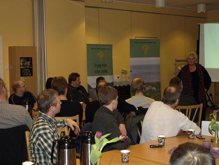 Brita Skullerud taler på distriktsmøtet i Aksdal