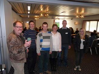 Journalist Gunnar Sandvik (t.v.) i NRK Møre og Romsdal intervjuet Vegard Smenes, Averøy, Tor Olav Hanset, Nesset, samboerparet Ingunn Torvik og Rolf Kristian Blekken, Gjemnes og Gunn Marit Musgjerd, Sunndal.