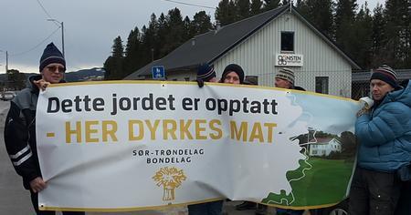 Torbjørn Vold, Tora Voll Dombu og Anders Eggen med klart budskap til statssekretæren; Her dyrkes mat