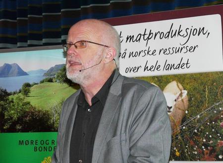 Arild Hoksnes var møteleder på næringskonferansen (Foto: Arild Erlien)