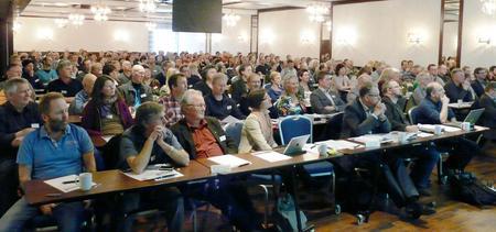 220 deltakere fylte bankettsalen på Alexandra Hotell i Molde. (Foto: Arild Erlien).