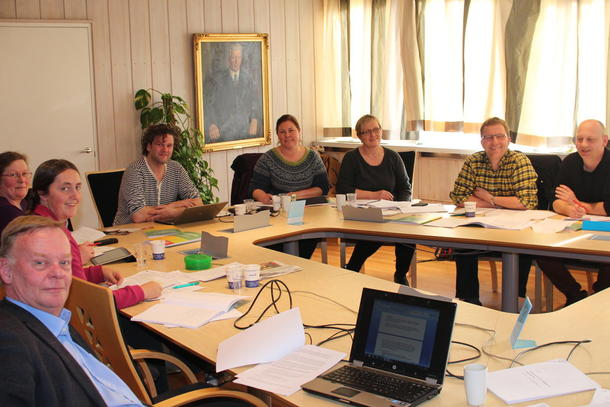 Fra venstre: Per Harald Agerup, Kristin Bue Jahn, Kari Sigrun Lysne, Thor Johannes Rogneby, Synne Vahl Rogn, Berit Ullestad, Thorleif Muller, Ståle Runestad. Foto: Ragna Kronstad