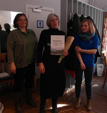 Bondevenn Oddbjørn og Astrid Olsen, Kjerringøy Gårdsutsalg. Styremedlem Tove Mosti Berg ytterst til venstre og styremedlem Lena Mikkelsen ytterst til høyre
