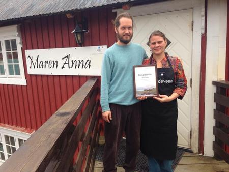 Maren Anna, restaurant på Sørvågen, Joanna Johansson, kjøkkensjef og assistent Narahari Freeman