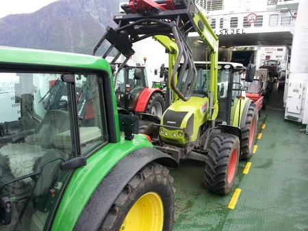 Traktor på ferge