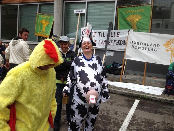 Hordaland Bondelag tok med seg både kyllinger og kuer.