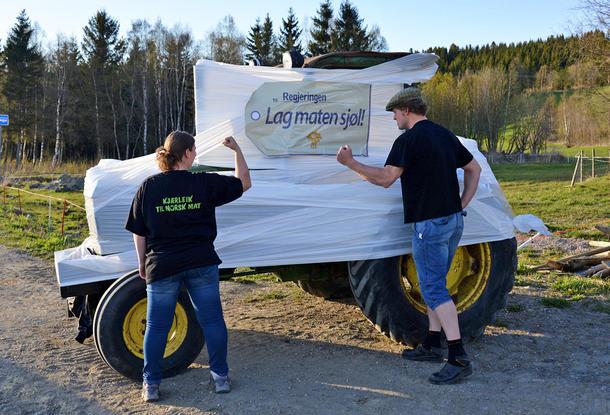 Bondelagets Anette får støtte fra ektemann Olav Liseter som er leder i Namdalseid Bonde- og Småbrukerlag.