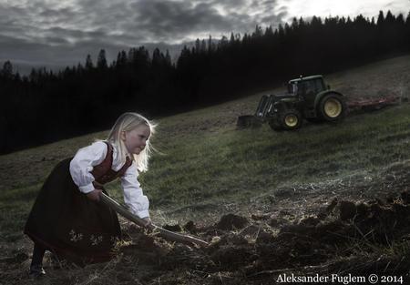 Aleksander Fuglem jente og traktor