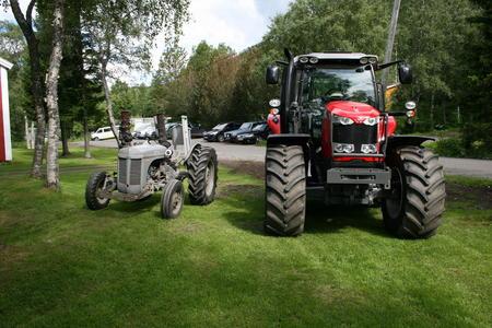 Pris Gråtass ca kr 8000,-  og MF 6616   fra kr 800.000,- og oppover. Det er jo utvikling i landbruket også.