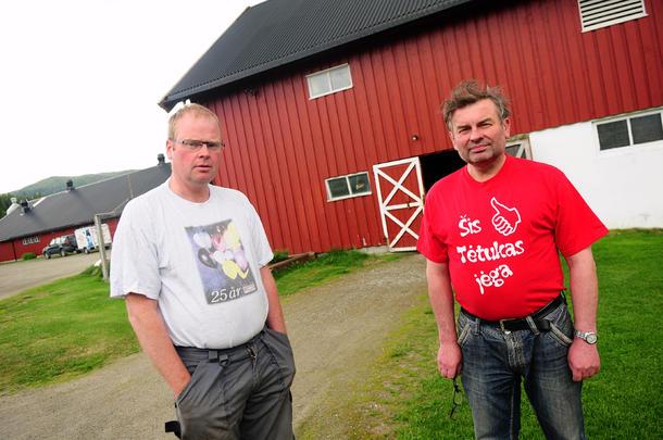 God medhjelper: Veterinær Julius Jurenas fra Litauen er en viktig ansatt for Jon Olav Helbostad. Han bor fast på gården i tre og en halv uke om gangen. Deretter drar han tilbake til Litauen like lenge.